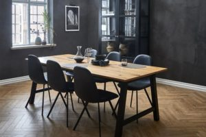 Toke spisebord med stole