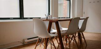 træ bord og bordben